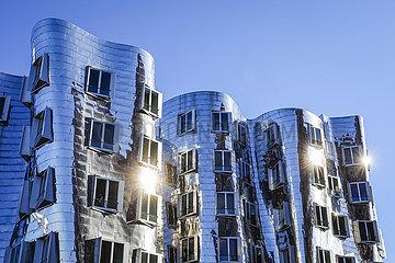 Gehry Haeuser  Medienhafen  Duesseldorf  Nordrhein-Westfalen  Deutschland  Europa
