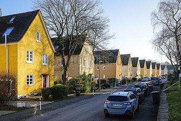 Siedlungshaeuser auf der Heimaterde  Muelheim an der Ruhr  Ruhrgebiet  Nordrhein-Westfalen  Deutschland  Europa