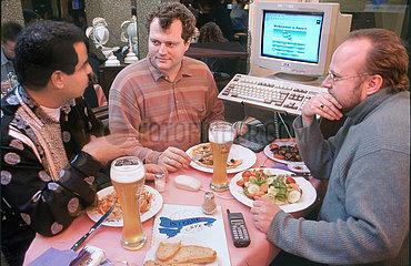 erstes Muenchner Internetcafe  1995
