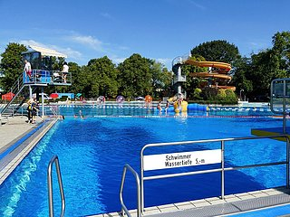 Freibad mit Wasserrutsche in Elsdorf | outdoor pool with water slide in Elsdorf