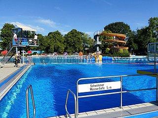 Freibad mit Wasserrutsche in Elsdorf | outdoor pool with water slide in Elsdorf