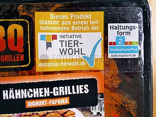 Tierwohl-Label auf einer Fleischverpackung | animal welfare label on a meat packaging