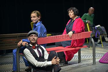 Berliner Ensemble AUF DER STRASSE
