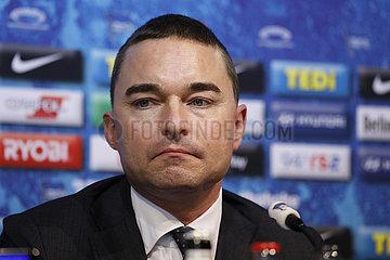 Pressekonferenz nach dem Ruecktritt von Juergen Klinsmann als Trainer von Hertha BSC Berlin