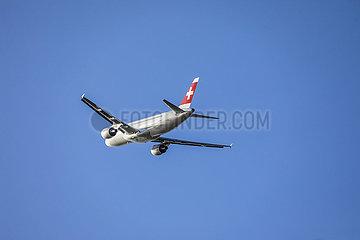 Swiss Airbus A320 Flugzeug startet am Flughafen DUS  Duesseldorf  Nordrhein-Westfalen  Deutschland  Europa