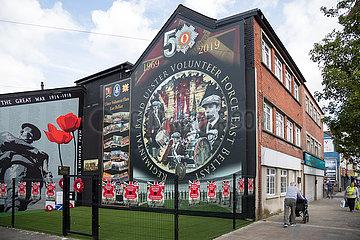Grossbritannien  Belfast - Politische Wandmalerei einer flute band  Newtownards Road  protestantisches East Belfast