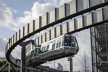 SkyTrain  die Kabinenbahn am Duesseldorfer Flughafen  Duesseldorf  Nordrhein-Westfalen  Deutschland  Europa