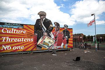 Grossbritannien  Belfast - Proestantisches Plakat einer flute band am Dr Pitt Memorial Park in East Belfast