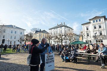 Omas gegen Rechts Kundgebung Giessen bleibt bunt