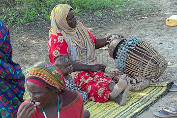Burferedo  Somali Region  Aethiopien - Traditionelle Herstellung von Butter aus Rohmilch