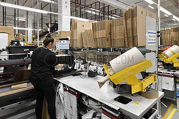 Deutschland  Nordrhein-Westfalen-Amazon Logistikzentrum in Moenchengladbach