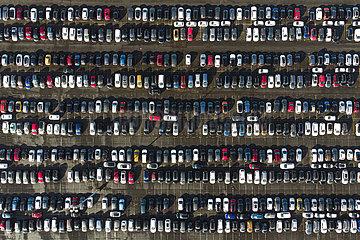 Ueberfuellter Parkplatz