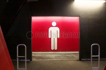 Herrentoilette in einem Sportstadion | men's toilet in a sports stadium