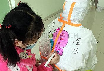 CHINA-WUHAN-NCP-Kinderklinik-Gemälde (CN)