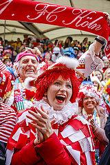 Karneval in Koeln  Weiberfastnacht am Alter Markt  Koeln  Rheinland  Nordrhein-Westfalen  Deutschland