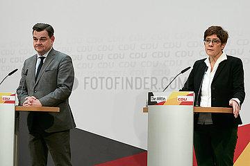 Berlin  Deutschland - Marcus Weinberg und Annegret Kramp-Karrenbauer bei einer Pressekonferenz in der CDU-Bundesgeschaeftsstelle.