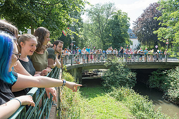 Entenrennen auf der Wieseck | Duck race on river Wieseck