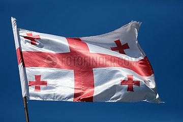 Batumi  Georgien  Nationalfahne von Georgien weht im Wind