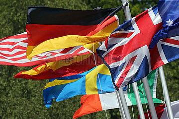 Hamburg  Deutschland  Nationalflaggen verschiedener Laender wehen im Wind