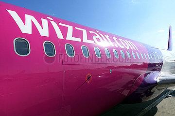 Schoenefeld  Deutschland  Flugzeugrumpf der Wizz Air