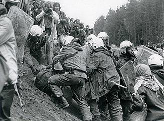 Demonstration gegen die WAA  Polizeieinsatz  Wackersdorf 1986