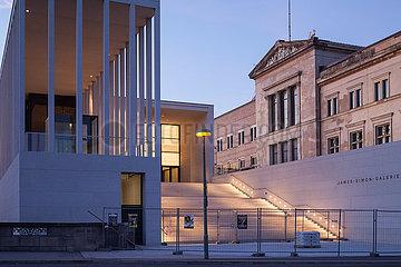 Neubau der James-Simon-Galerie auf der Museumsinsel in Berlin-Mitte und das Neue Museum