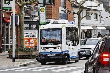Autonom fahrende Elektrobusse im Linienverkehr  Monheim am Rhein  Nordrhein-Westfalen  Deutschland