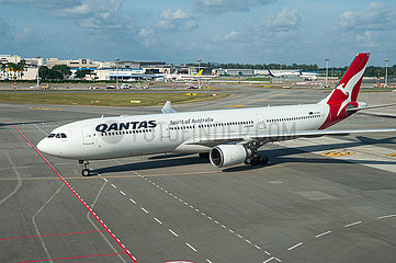 Singapur  Republik Singapur  Airbus A330 Passagierflugzeug der Qantas auf dem Flughafen Changi