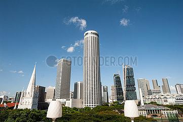 Singapur  Republik Singapur  Stadtansicht mit Swissotel The Stamford Hotel in Raffles City