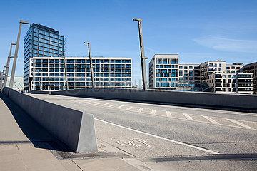 Neubauten von Wohngebaeuden im Baakenhafen in der HafenCity im Hamburger Hafen