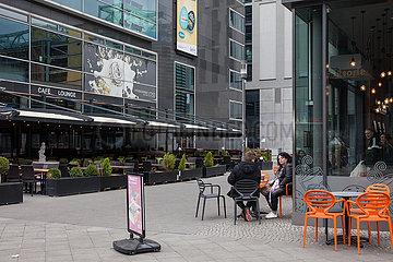 Neubau CineStar Cubix und Strassencafe am Alexanderplatz in Berlin-Mitte