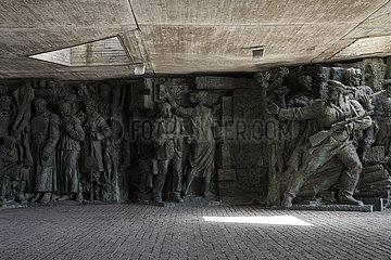 Bronze-Relief in der Gedenkstaette fuer den Sieg der sowjetischen Streitkraefte im Grossen Vaterlaendischen Krieg in Kiew