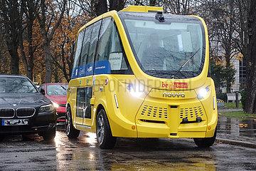 Berlin  Deutschland  autonomer Kleinbus der BVG auf dem Campus des Virchow-Klinikum