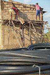 Burferedo  Somali Region  Aethiopien - Bauarbeiter arbeiten auf einer Baustelle