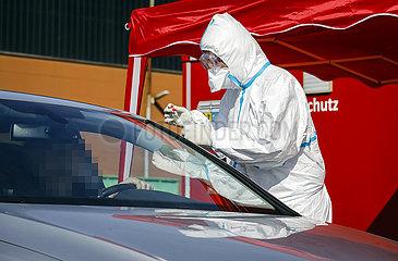 Drive-In fuer Coronavirus-Test  Kempen  Niederrhein  Nordrhein-Westfalen  Deutschland