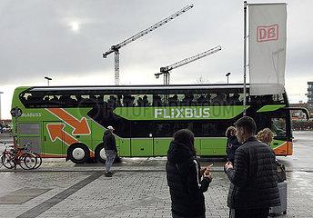 Berlin  Deutschland  Flixbus haelt am Hildegard-Knef-Platz