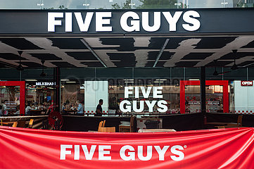 Singapur  Republik Singapur  Restaurant der Five Guys Burgers and Fries Burgerkette