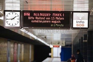 Social Distancing in der U-Bahn