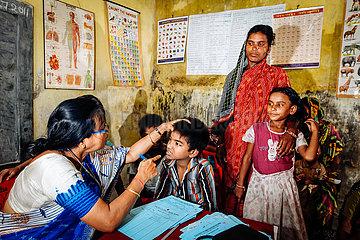 Krankenstation und Ausgabe von Medikamenten im Slum
