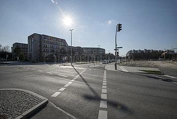 leere Strassen in Muenchen-Neuperlach  Ausgangssperre  25.03.2020