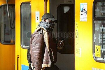 Mann mit Schal