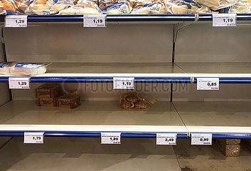 Berlin  Deutschland  Auswirkungen des Coronavirus: Toastbrot ist in einem Supermarkt fast ausverkauft