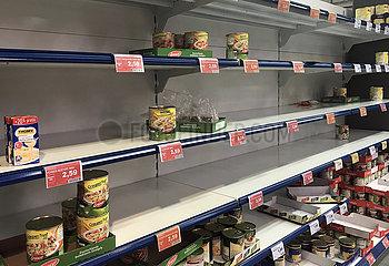 Berlin  Deutschland  Auswirkungen des Coronavirus: Konserven sind in einem Supermarkt fast ausverkauft