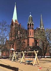 Berlin Deutschland  Kinderspielplatz an der Apostel-Paulus-Kirche ist abgesperrt