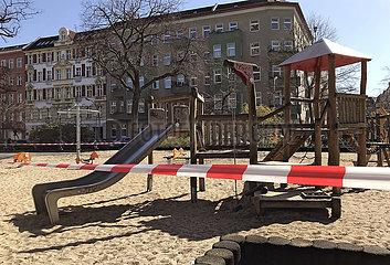 Berlin Deutschland  Kinderspielplatz ist abgesperrt