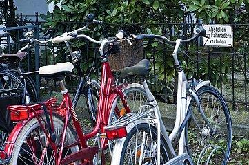 Das Abstellen von Fahrrädern im Fahrradständer ist verboten