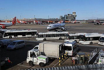 Berlin  Deutschland  Auswirkungen des Coronavirus: Flugzeuge in Parkposition am Flughafen Tegel