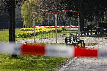 Gesperrter Park wegen Corona Pandemie  Essen  Ruhrgebiet  Nordrhein-Westfalen  Deutschland