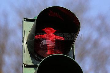 Berlin  Deutschland  Fussgaengerampel steht auf rot