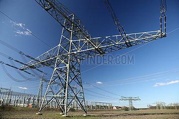 Nunsdorf  Deutschland  Umspannwerk mit Strommasten und Hochspannungsleitungen
